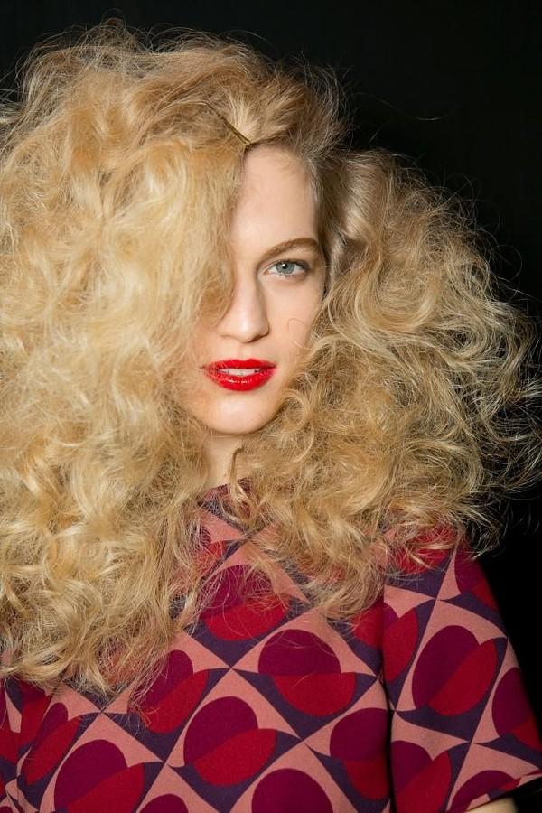 10 nguyên tắc chăm sóc giúp tóc xoăn luôn bóng mượt